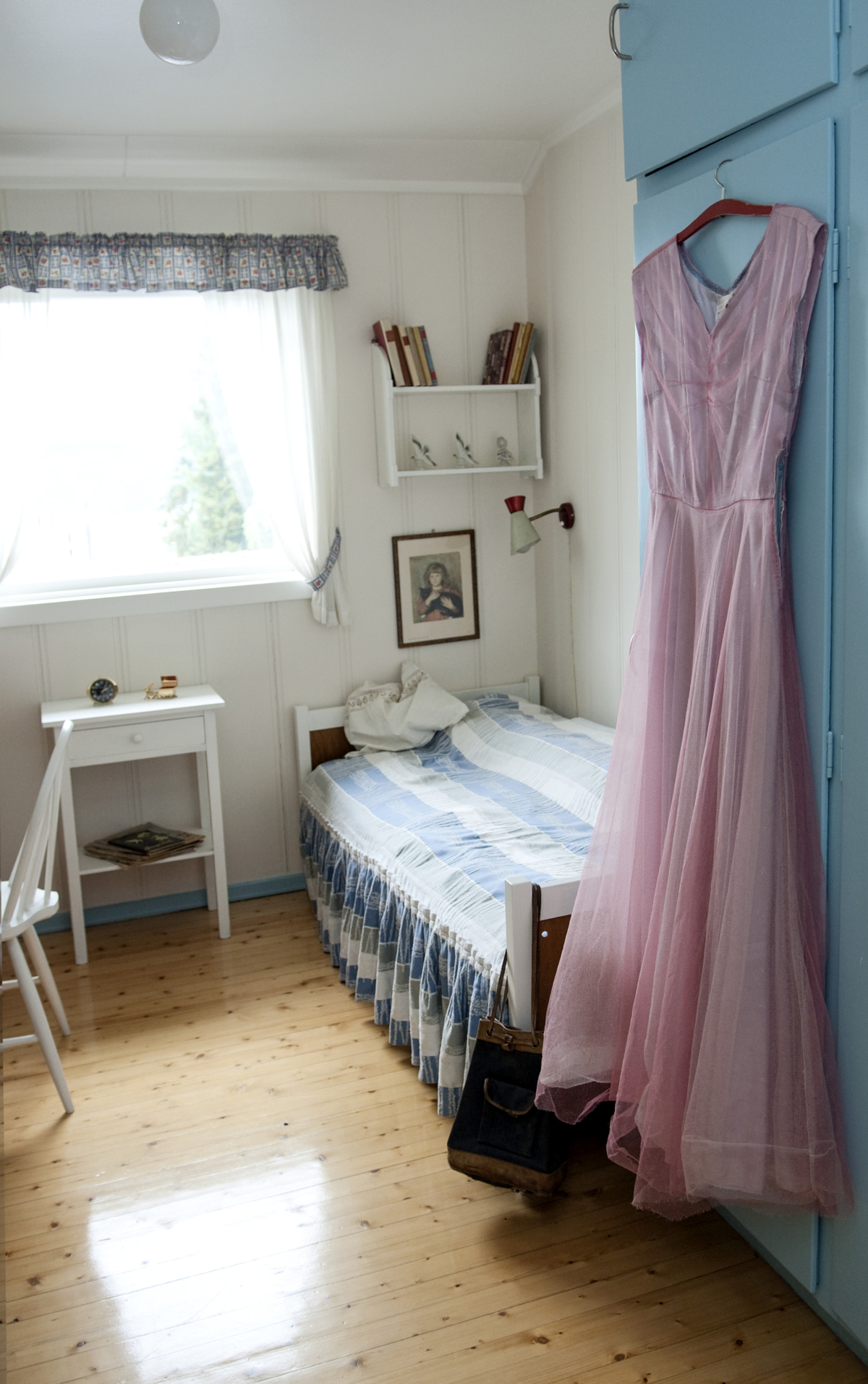 Bedroom painted in white and blue.