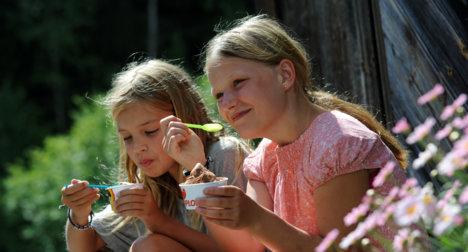 Girls eating ice cream.