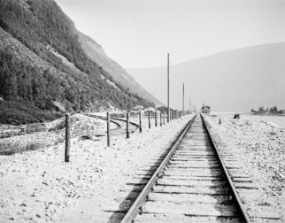 Historical photo of railway tracks in the Gudbrandsdalen valley in Norway.