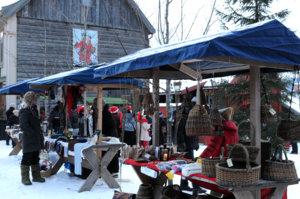 Salgsboder på Maihaugens julemarked.