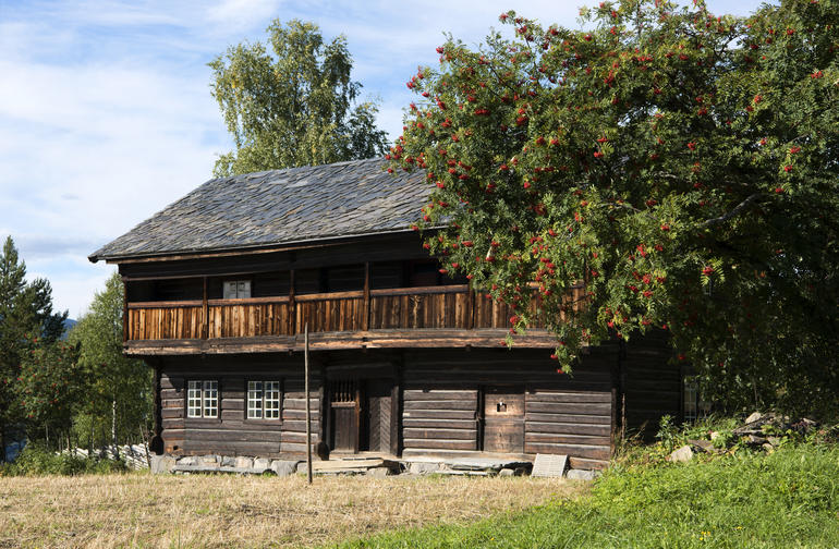 An old timber building at Maihaugen in the autumn.